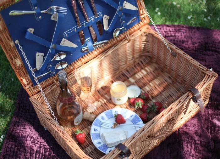 Miss Renaissance Picnic Basket
